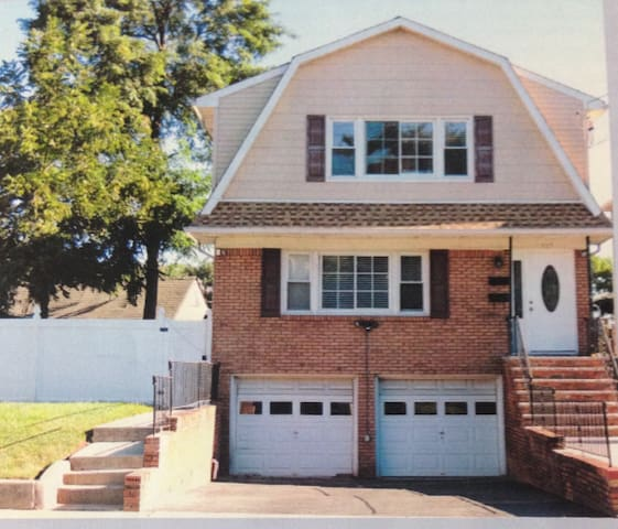 Spacious NJ/NY Home near NJ Transit/Newark Airport