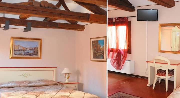 Double Room Shared Bathroom - Best Holidays Venice