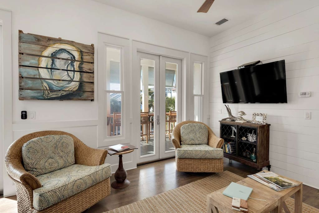 Ground floor living rooms with beautiful interior decor