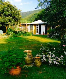 Cottage in a garden - (ukendt)