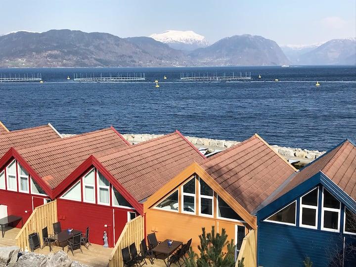 Skånevik Fjordhytter 5. Gul Hytte