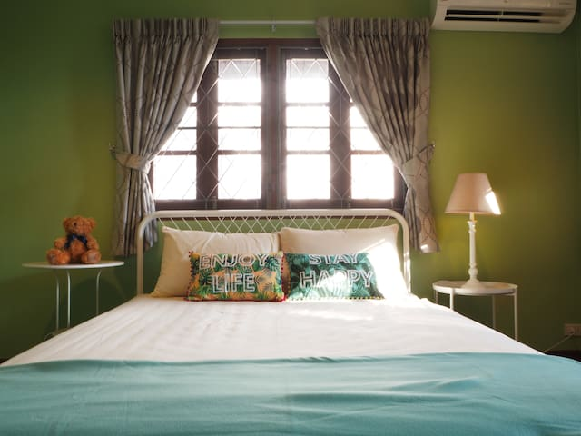 Double bedroom in big house near Asiatique
