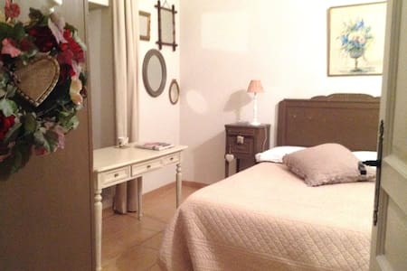 Chambre avec charme dans maison de campagne (B&B) - Le Coudray-Montceaux