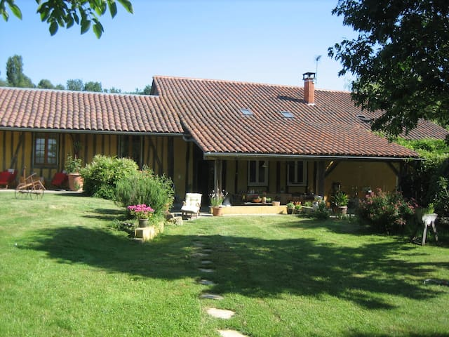 "Idyllic ""fermette"" (farm) with pool 20km Marciac - Berdoues - Casa"