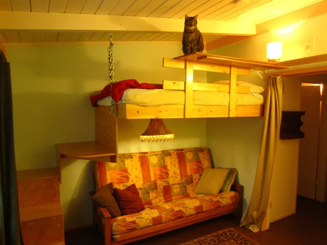 Small Room in Cohousing Community - Davis - Apartamento