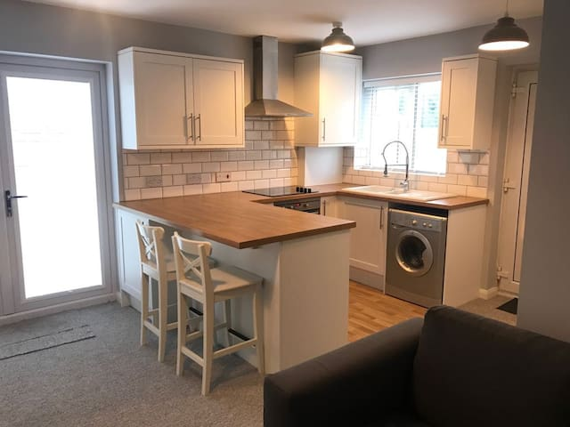 *Entire Home* One Bed House near Altrincham