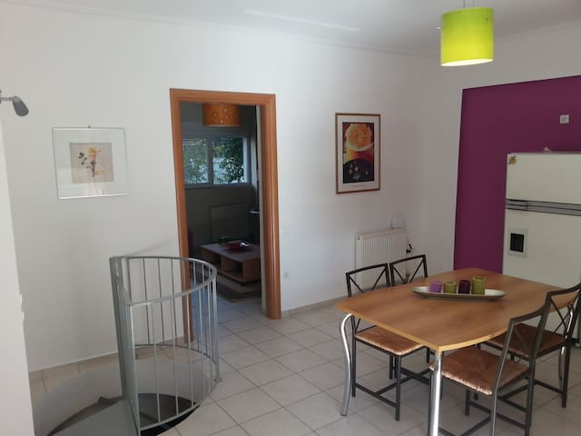 "Apartment close to metro station ""Nomismatokopio"" - Cholargos - Appartement"