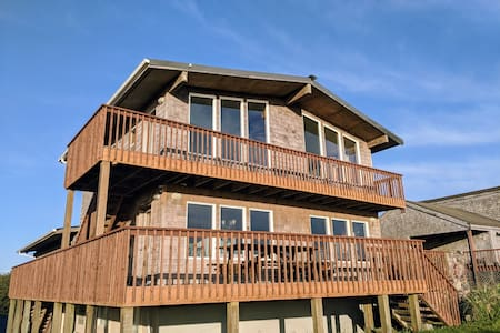 Spacious Oceanfront Directly on Grayland Beach!
