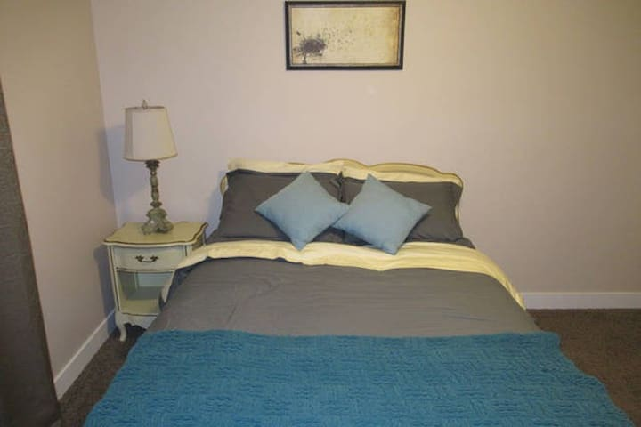 Private room in a lovely home - Prince George - Dom