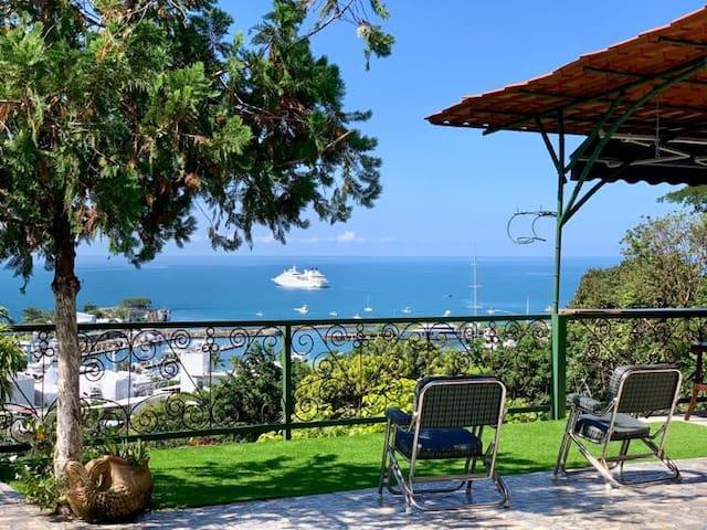 La Casita Pool and Ocean Views