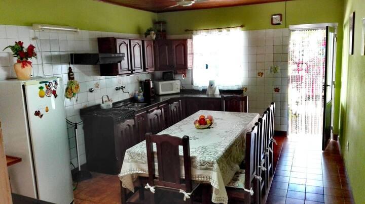 Casa por calle Urquiza
