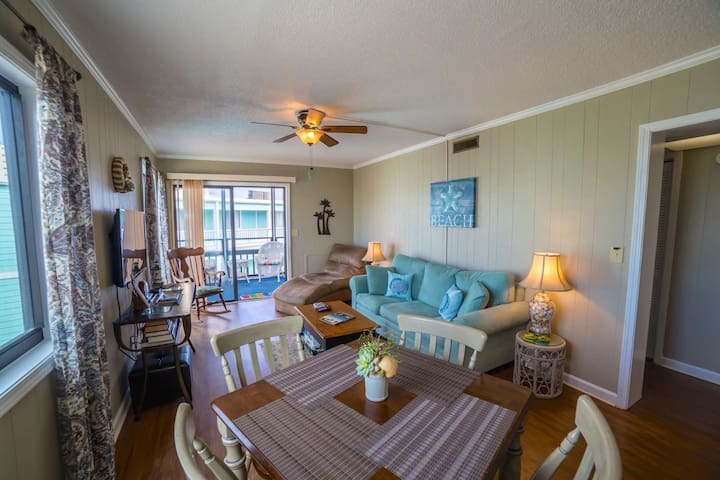 Right on the Beach, 2br/2ba Family Friendly Rates, Elevator! - Garden City - Lyxvåning