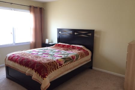large cozy private room w/h parking - Annandale - Casa