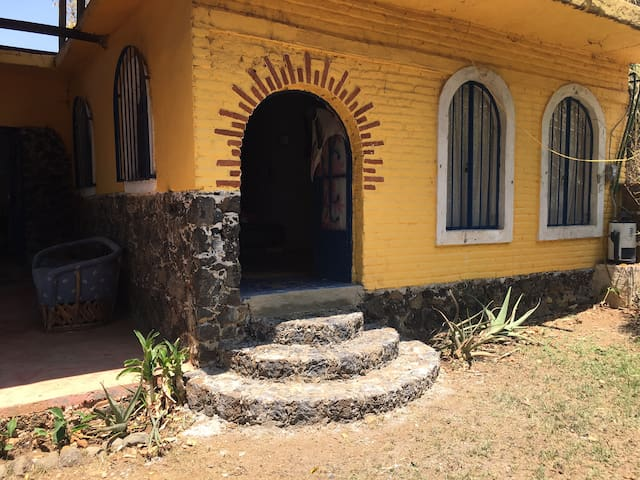 Large room for rent in Amatlán.