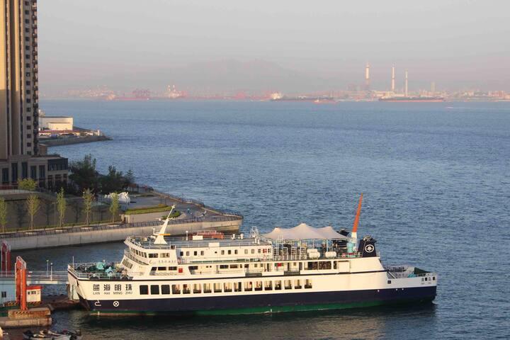 【艾柏瑞民宿】一个可以带你出海的民宿,直面大海,临海只有一步之遥,火车站出口下车步行到达