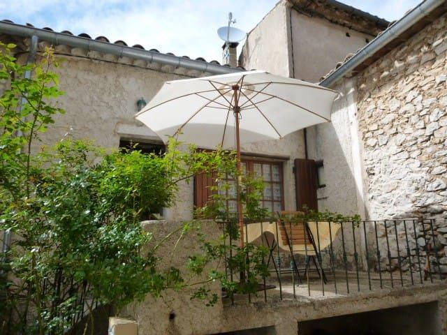 Lure et Ventoux Gîte de village à Saint-Christol