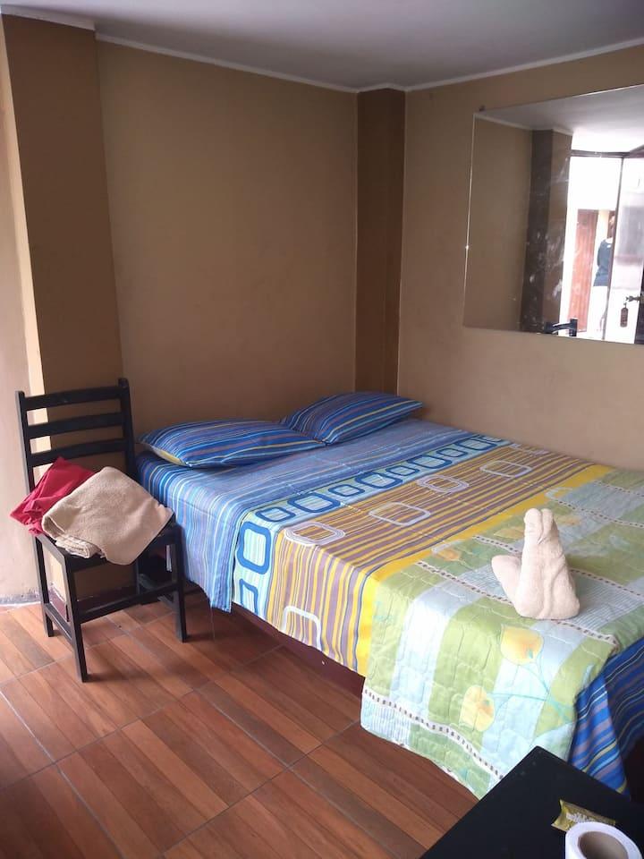 Habitación con baño privado entrada independiente