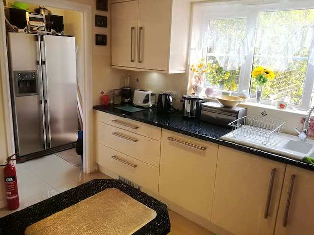 Beautiful Double Room in Modern House in Radcliffe
