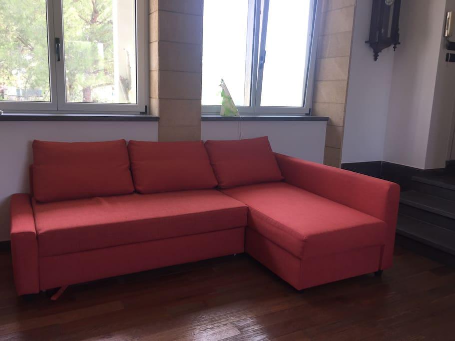 Comodissimo divano letto matrimoniale