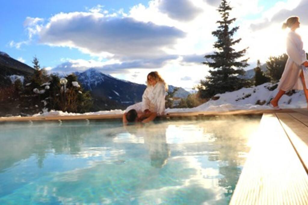 Panorama delle Dolomiti, la piscina è un'esperienza di per sè