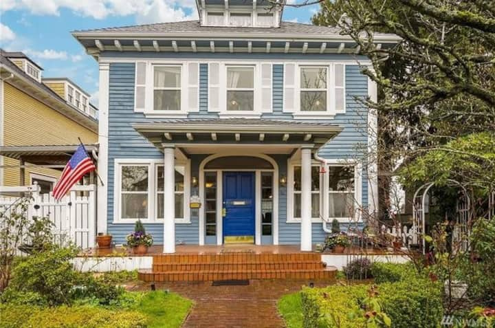 Historic home! Spacious master suite w/ jetted tub