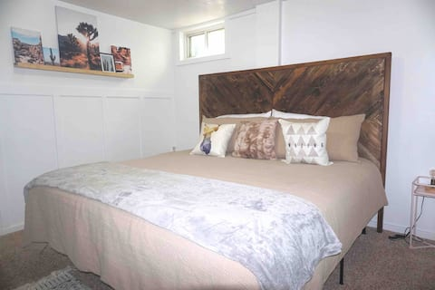 Cozy Farmhouse Private Room w/ King Bed & TV