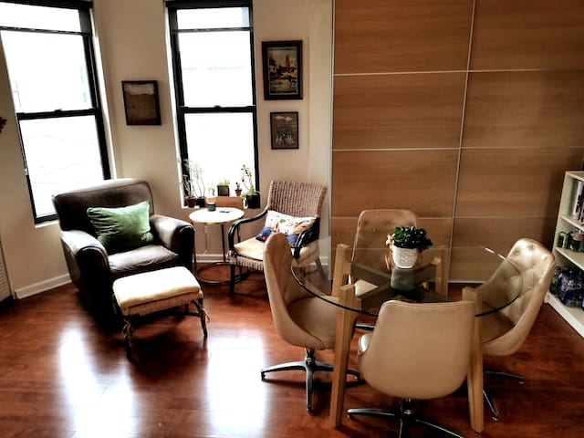 Charming Family Home in Heart of Little Italy/UIC