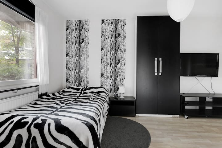 Room close to City, Airport & nature