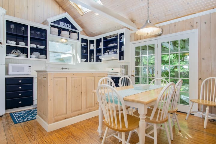 Beachwalk Cottage: Picture Perfect Cottage-Style Home One Block to Lake Michigan