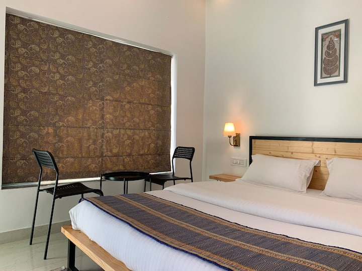 Newly built contemporary room near Bistro Nirvana