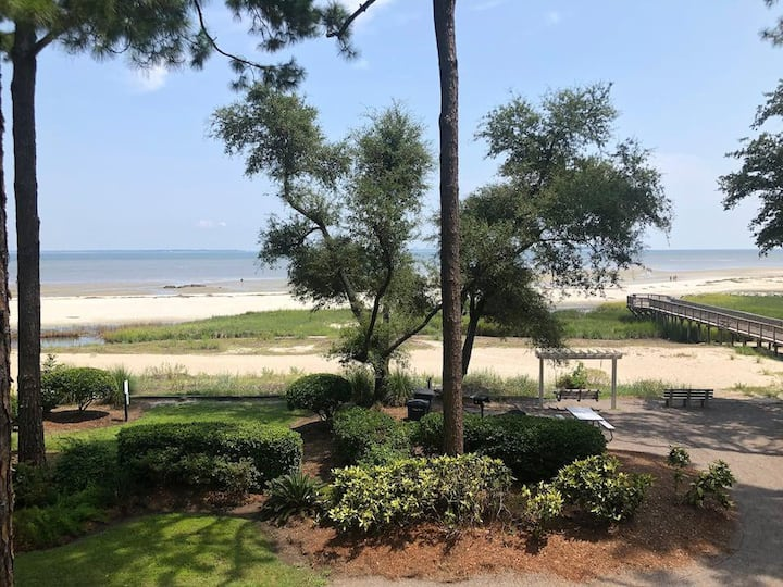 Fabulous Oceanfront 1 BR/1BA with Amazing Views!