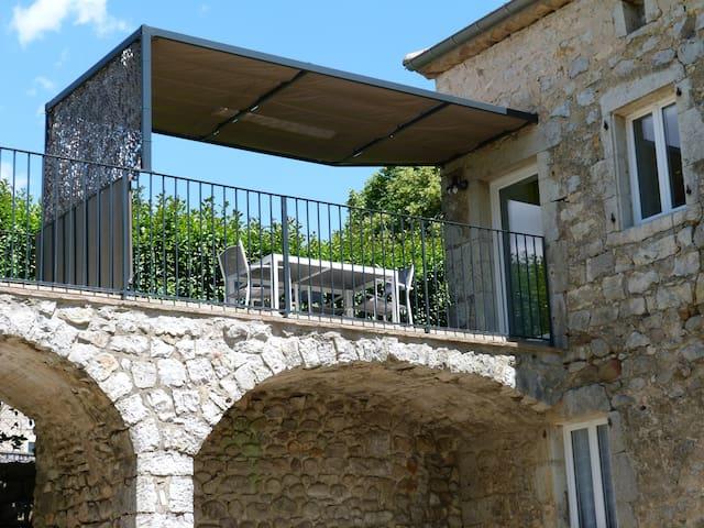 Duplex dans bastide en pierres - Berrias-et-Casteljau - Appartement