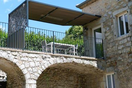 Duplex dans bastide en pierres - Berrias-et-Casteljau