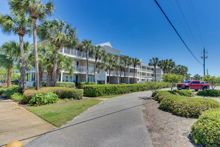 Gulf view condo w/ a shared pool & full kitchen - steps from the beach!