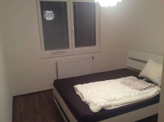 New clean private room with free wifi - Prag - Wohnung