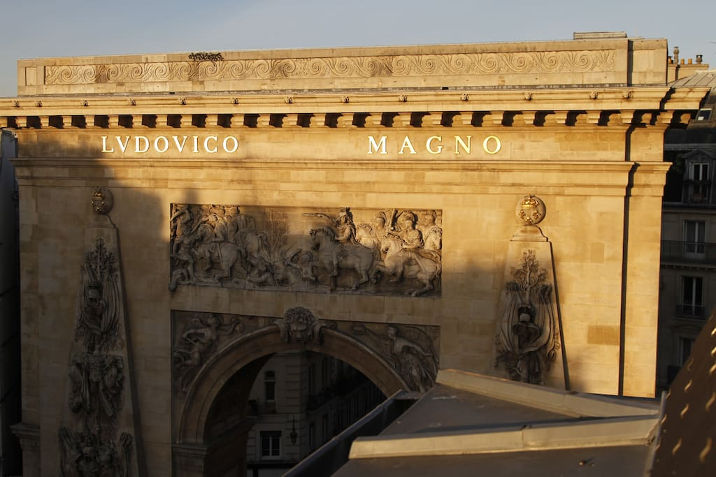 From all windows, outstanding view on the arch celebrating King Louis XIVth (Ludovico Magno, Louis Le Grand).