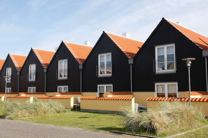 6 person holiday home on a holiday park in Skagen