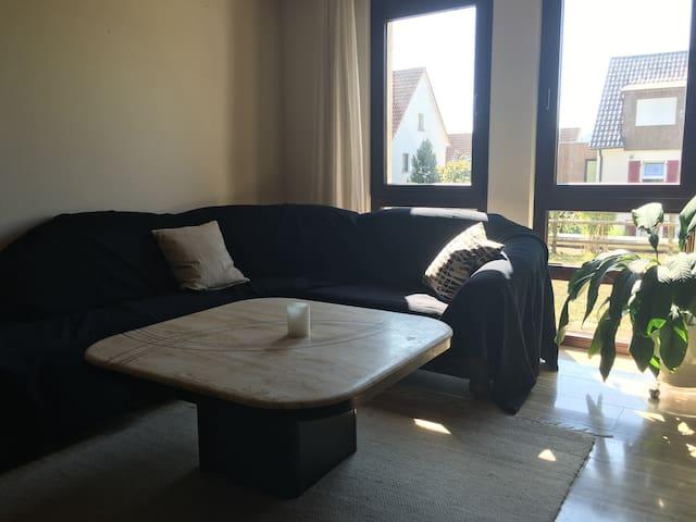 Helle Wohnung in Nähe von Outlet City und Bahnhof - Metzingen - Condominio