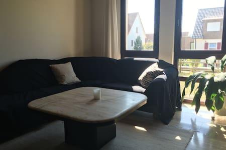 Helle Wohnung in Nähe von Outlet City und Bahnhof - Metzingen - (ไม่ทราบ)
