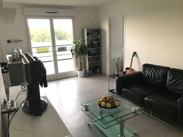 Chambre et accès appartement dans une Résidence