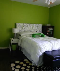Green Guest Room - Dallas - Rumah