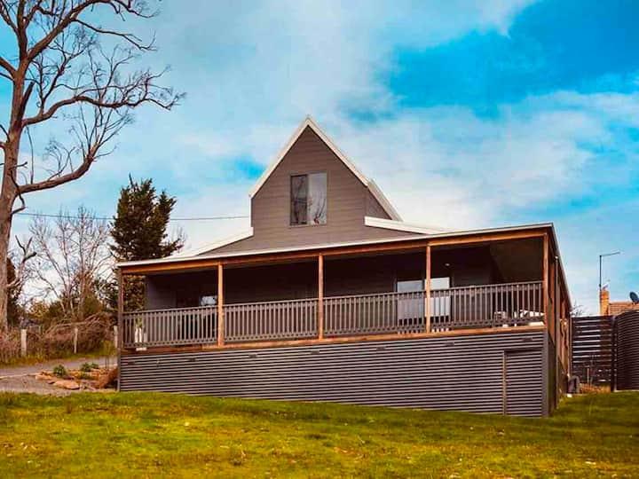 Hepburn Springs Creek Cottage