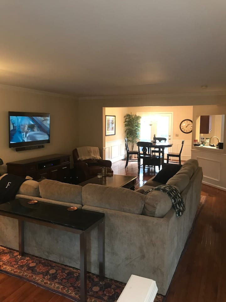 Gorgeous Townhouse in Timonium, MD by Caves & BCC