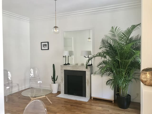 RENOVATED APARTMENT IN A VERY BEAUTIFUL DISTRICT OF PARIS 8TH
