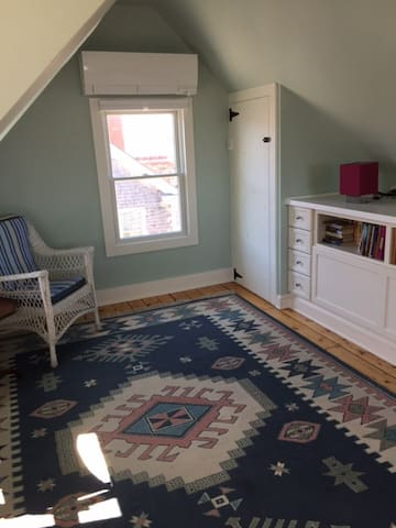 Seating area when drawer bed is closed