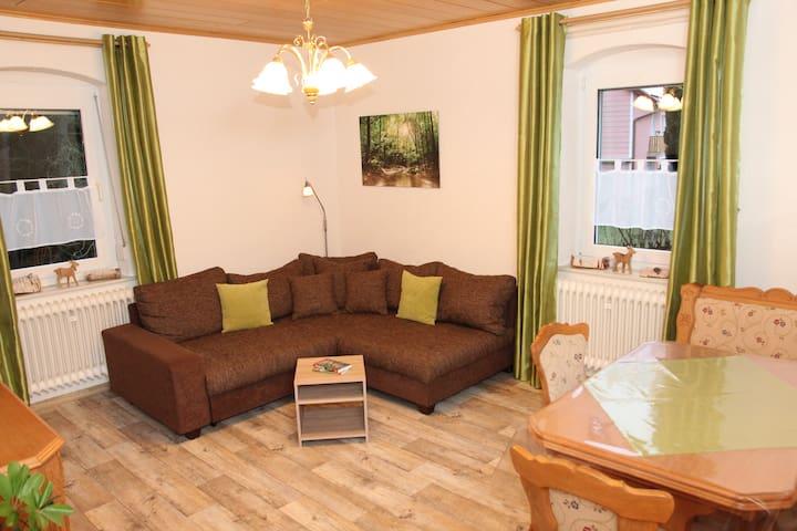 Kombiniertes Wohn- u. Esszimmer mit ausziehbarer Schlafcouch                        EG