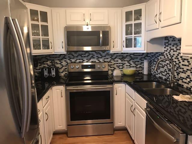 Beautiful condo for the Kentucky DERBY!! - Clarksville - Condominium