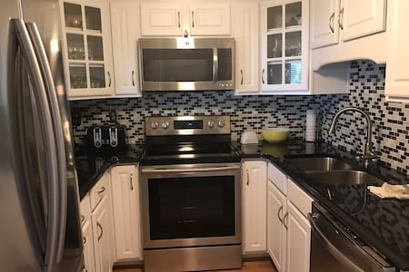 Beautiful condo for the Kentucky DERBY!! - 克拉克斯维尔(Clarksville) - 公寓