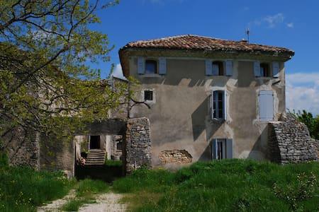 La Frouste restored 17th c. home - Simiane-la-Rotonde