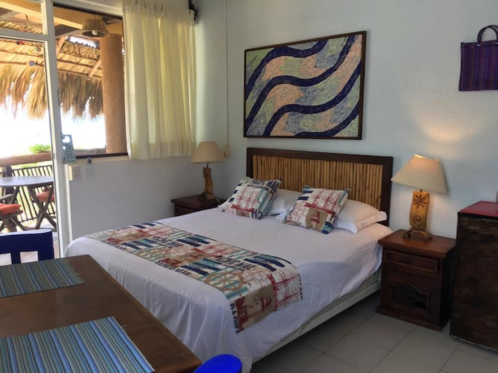 Habitación con Cocineta Frente al Mar en La Mora